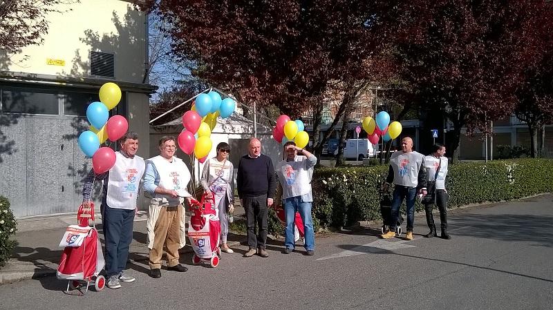 campagna referendum lavoro, porta a porta quartiere S.Faustino 28.3.17
