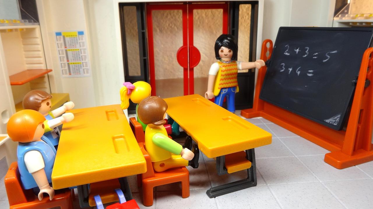 aula scolastica - convocazione docenti: danni a scuole e insegnanti