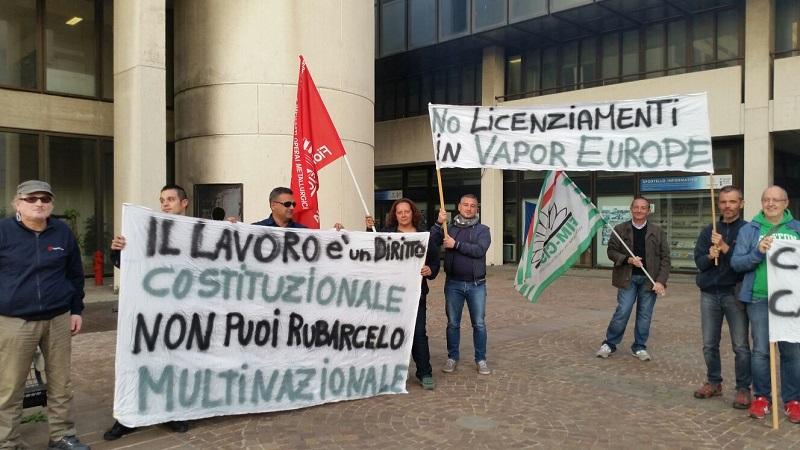 presidio lavoratori Vapor Europe durante incontro in Regione 27.10.17