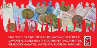 Protesta per ritardo pagamento malattia, maternità, assegni familiari dei lavoratori agricoli da parte di Inps Modena