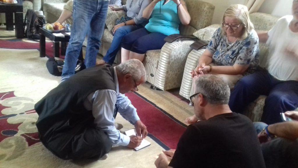 Consegna al presidente della comunità di Makhmura contributo 5.700 euro