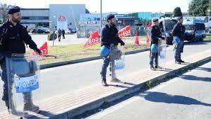 italpizza scontri sicobas forze polizia