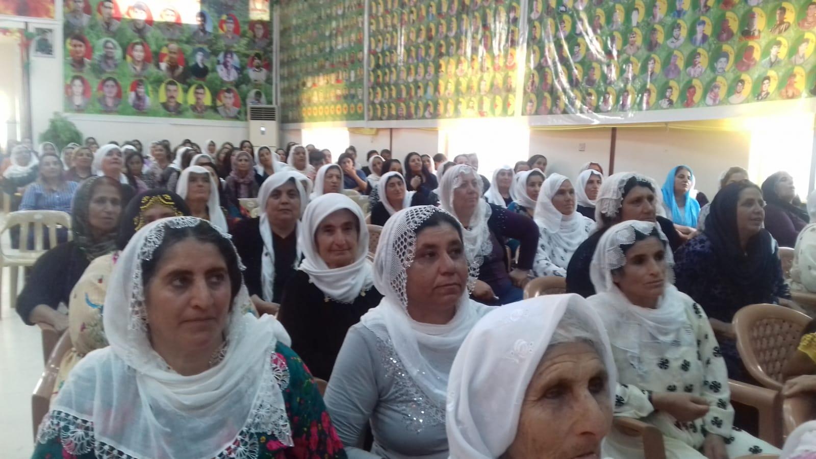 Incontro con le tante mamme o sorelle dei tanti martiri kurdi ammazzati dai cattivi turchi e altri. Terribile le pareti piene delle foto