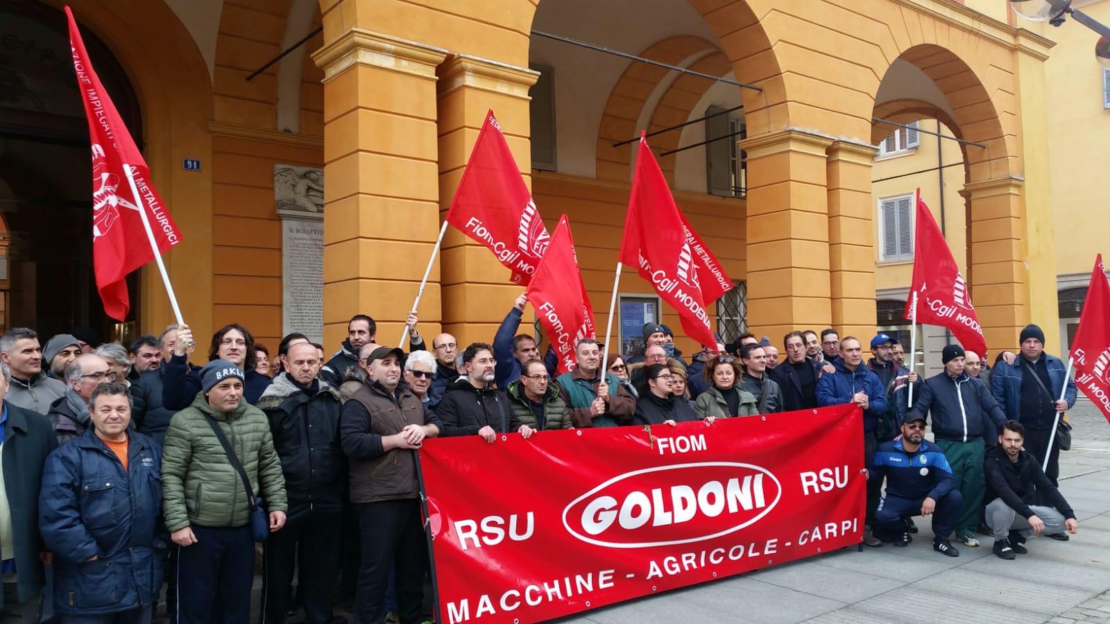 lavoratori Goldoni Arbos davanti al Municipio, 17.2.20