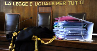 tribunale, la legge e uguale per tutti