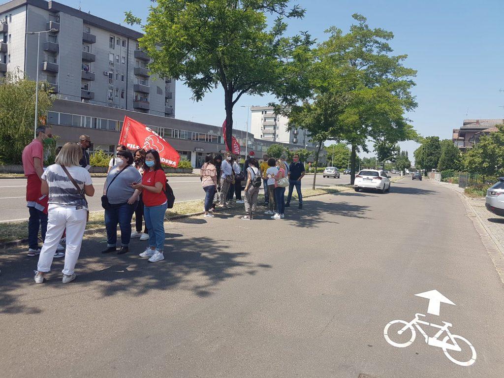 Manifattura Riese Carpi - Presidio nel corso dello sciopero del 1 giugno 2021