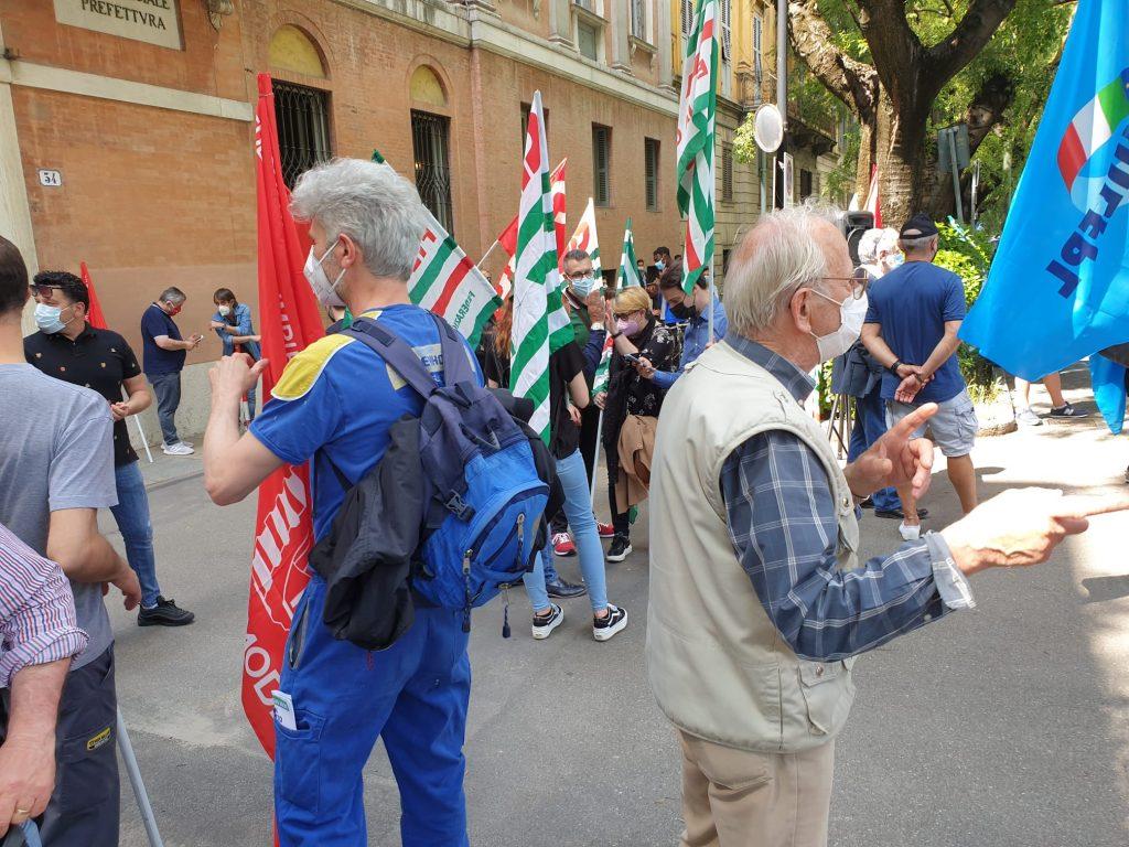 Fermiamo la strage nei luoghi di lavoro - Presidio unitario Cgil, Cisl, Uil davanti alla Prefettura di Modena (27/5/2021)