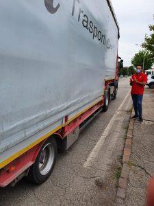 i camion lasciano Ondulati vuoti